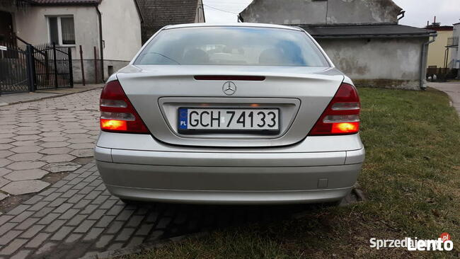 Mercedes- Benz Klasa C, mały przebieg ! Chojnice - zdjęcie 4