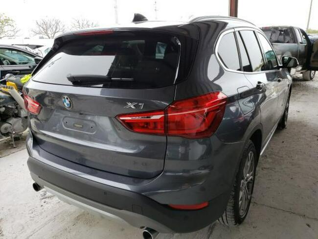 BMW X1 2017. 2.0L, 4x4, porysowany lakier Warszawa - zdjęcie 4