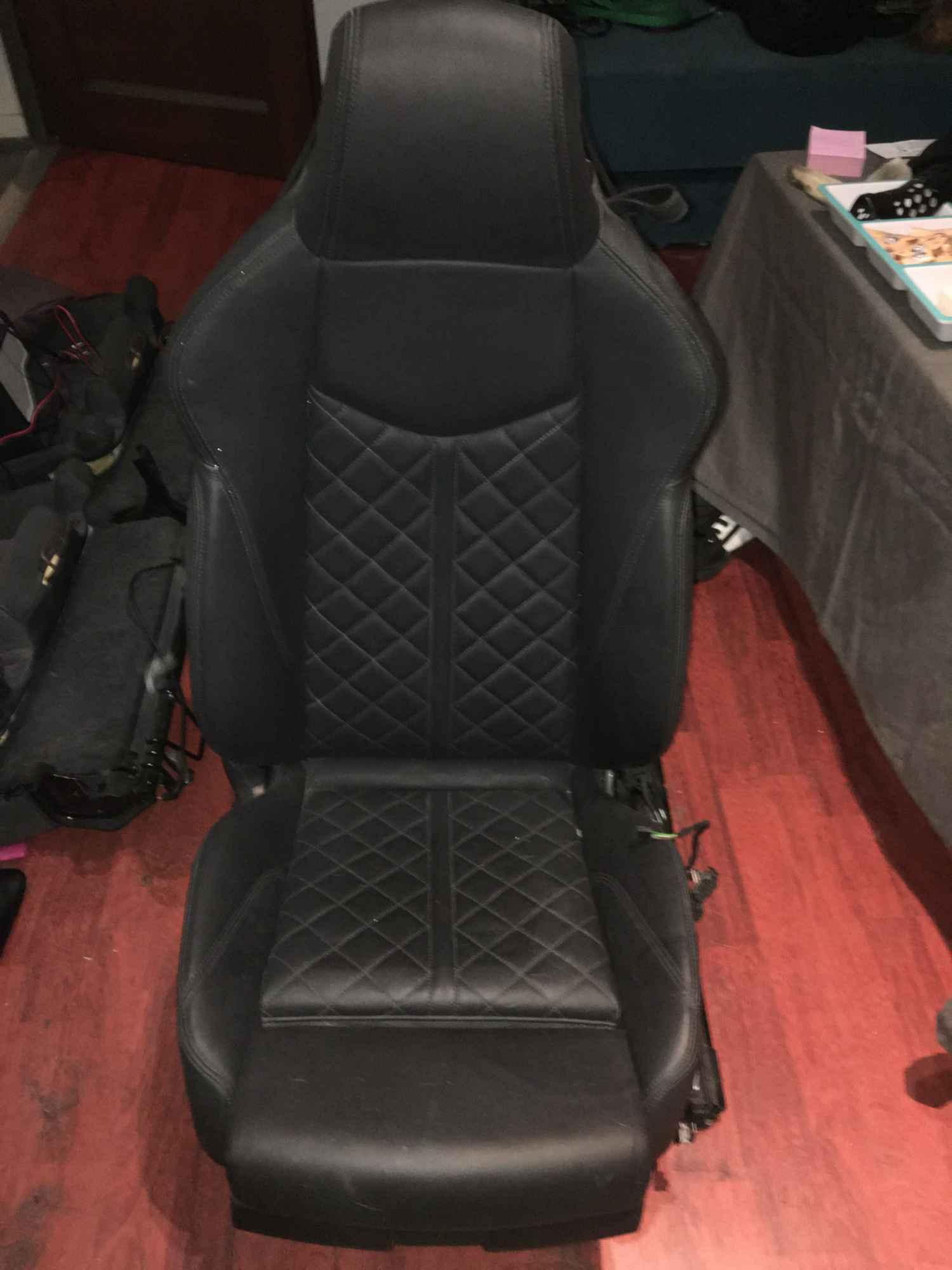 Fotele kanapy Audi TT RS TTS 8S Bałuty - zdjęcie 4
