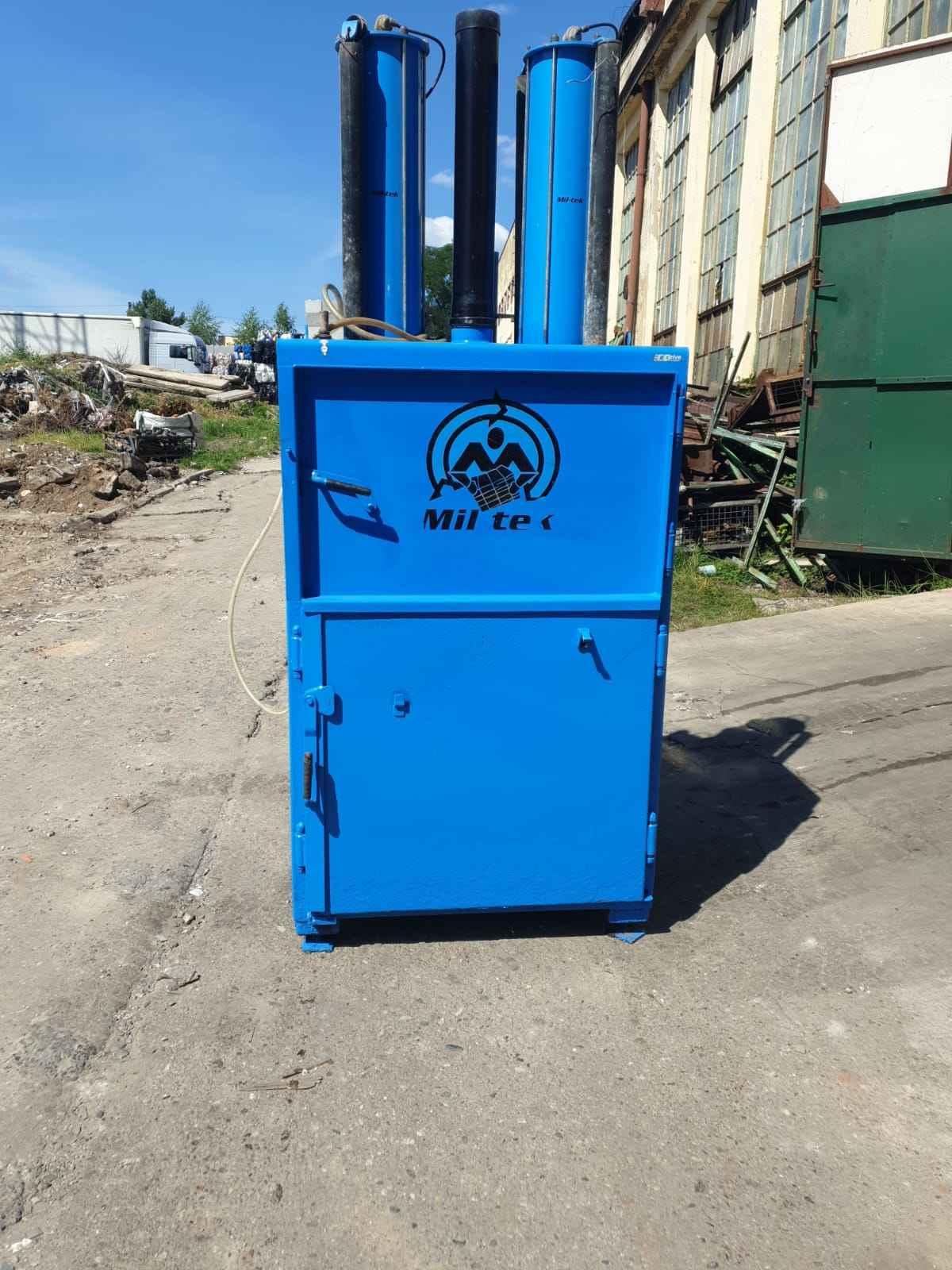 Belownica prasa do makulatury kartonu papieru odpadów śmieci tworzyw Drzewica - zdjęcie 2